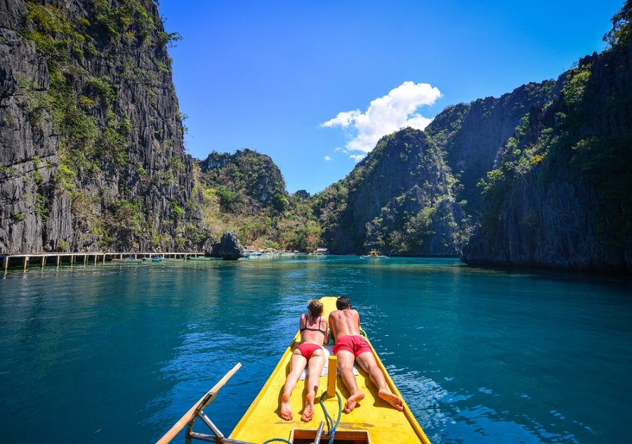 couple on the boat in coron