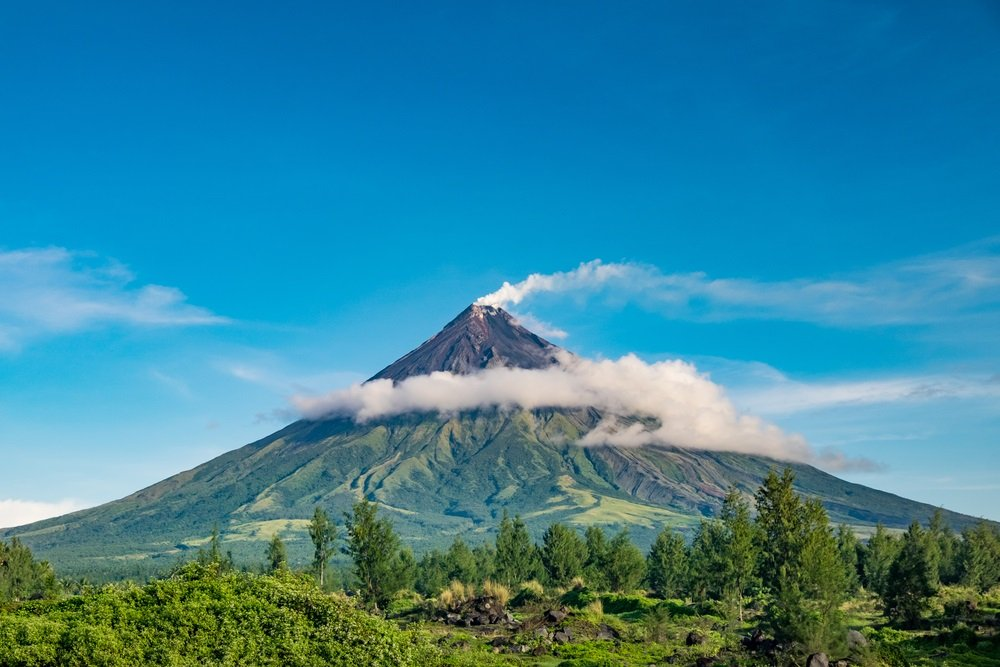 A clear view of the perfect cone-shaped mayon volcano