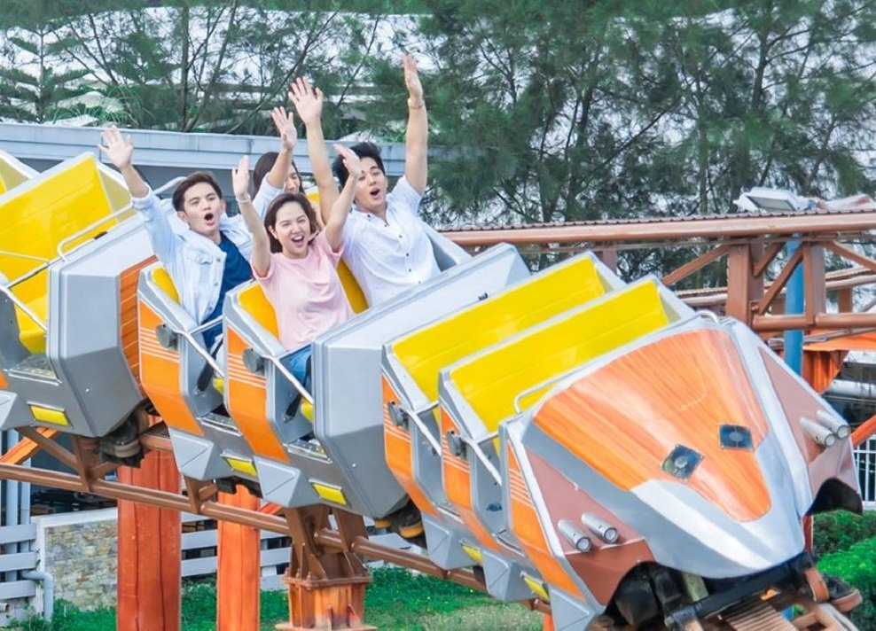 A group of friends enjoying the rollercoaster at Sky Ranch Tagaytay | Photo from Sky Ranch Tagaytay